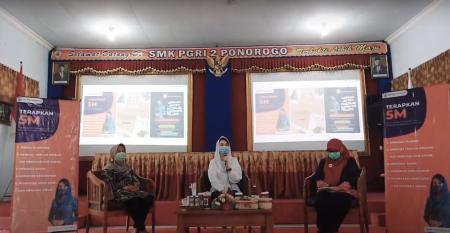 Ngobrol Pintar Bareng Arumi Batchsin Emil Dardak Di SMK PGRI 2 Ponorogo
