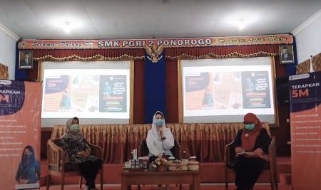 NGOPI Bareng Arumi Bachsin di SMK PGRI 2 Ponorogo